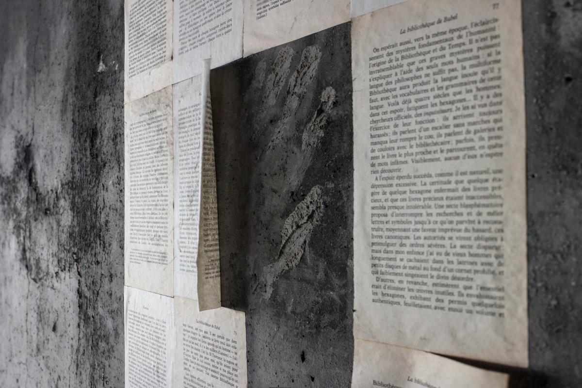 «La bibliothèque de Babel», nouvelle de Jorge Luis Borges, après un léger vieillissement. © Ludovic Maillard
